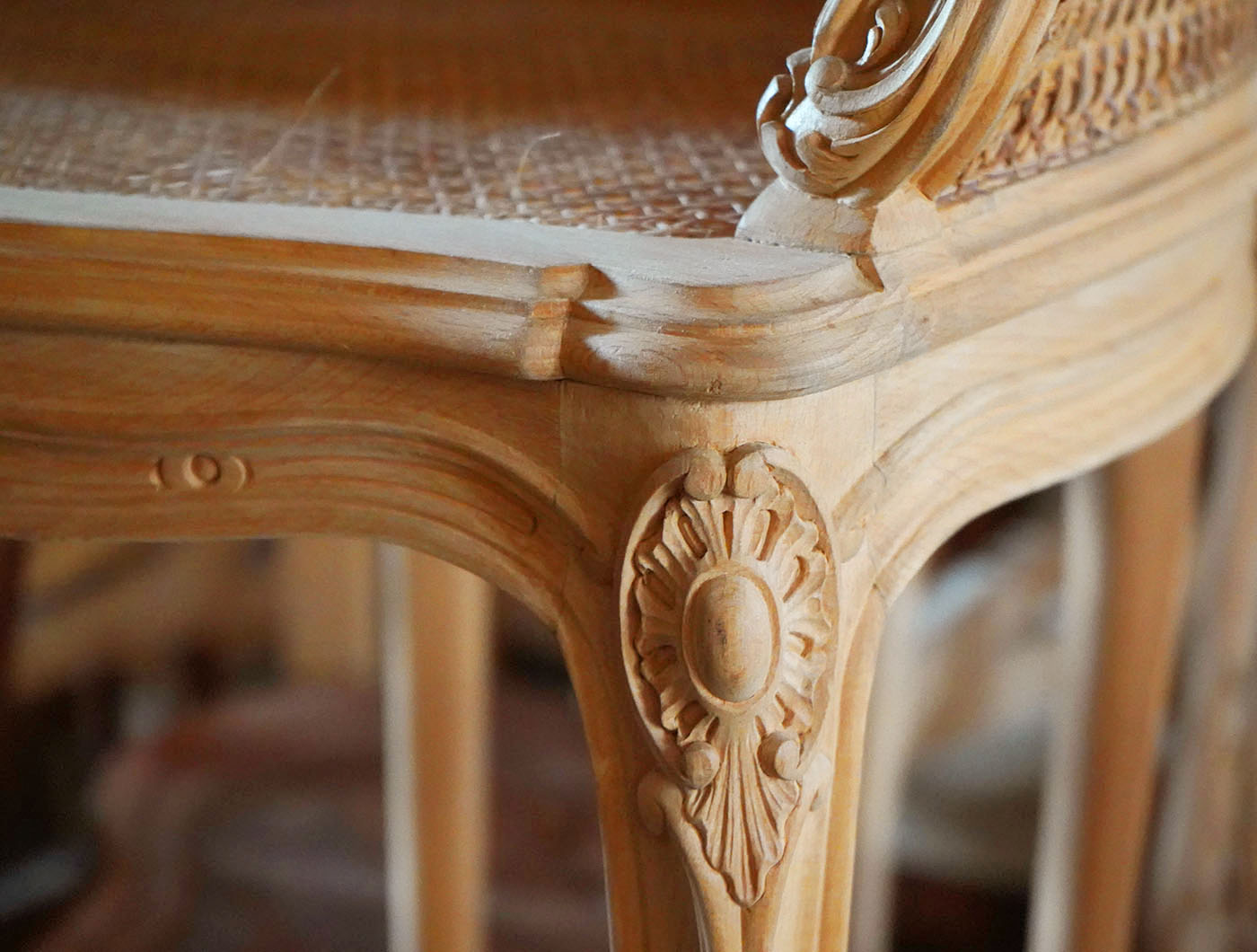 hand carved french Louis XV shell bergere | P.& G. Cugini Lanzani
